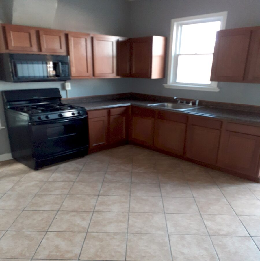 2810 Clifton Ave, Baltimore, MD 21216 Updated Classic Townhouse On Sale (18)
