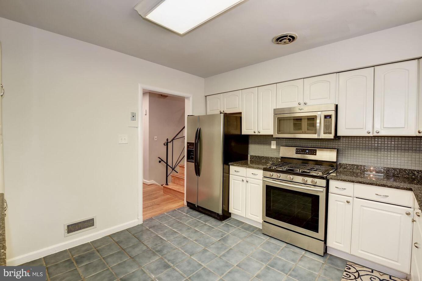 3519 Glenmoor Drive, Chevy Chase, MD 20815 Flowing Gourmet Kitchen